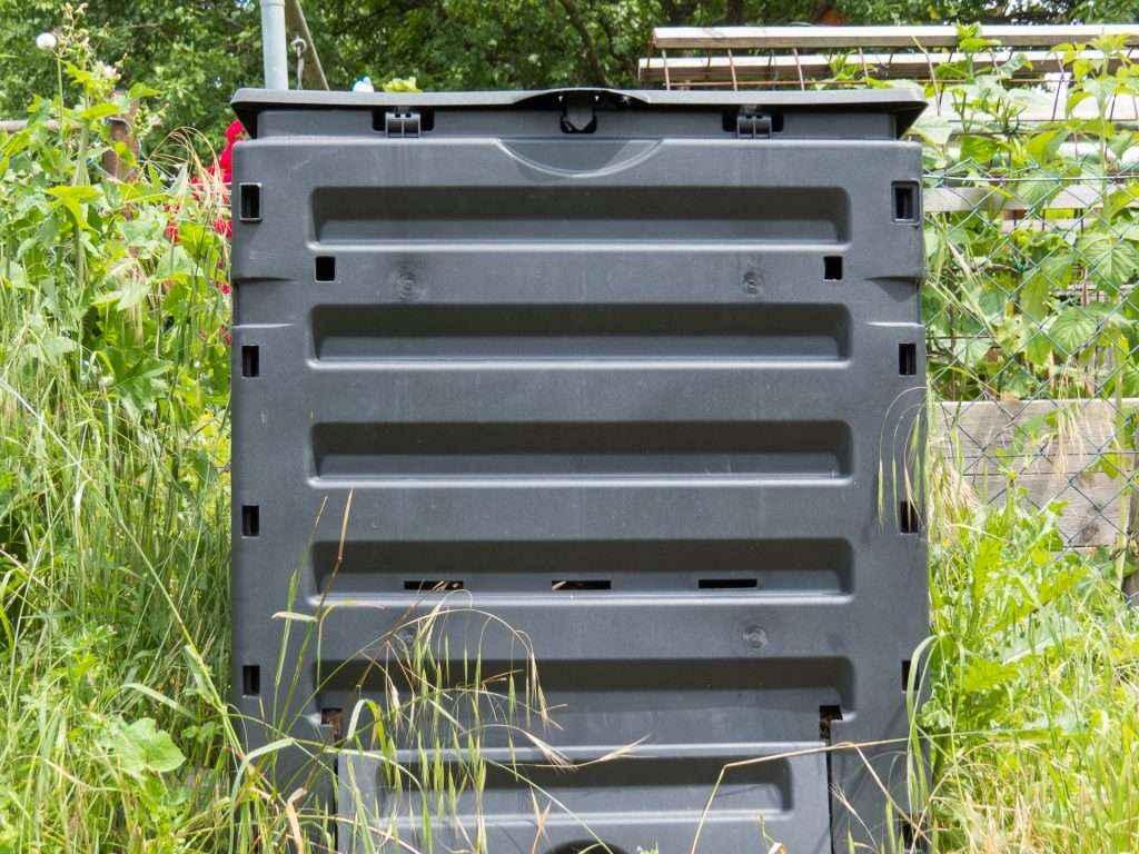 Der Schnellkomposter, in dem sich das Nest der Ameisen befindet.