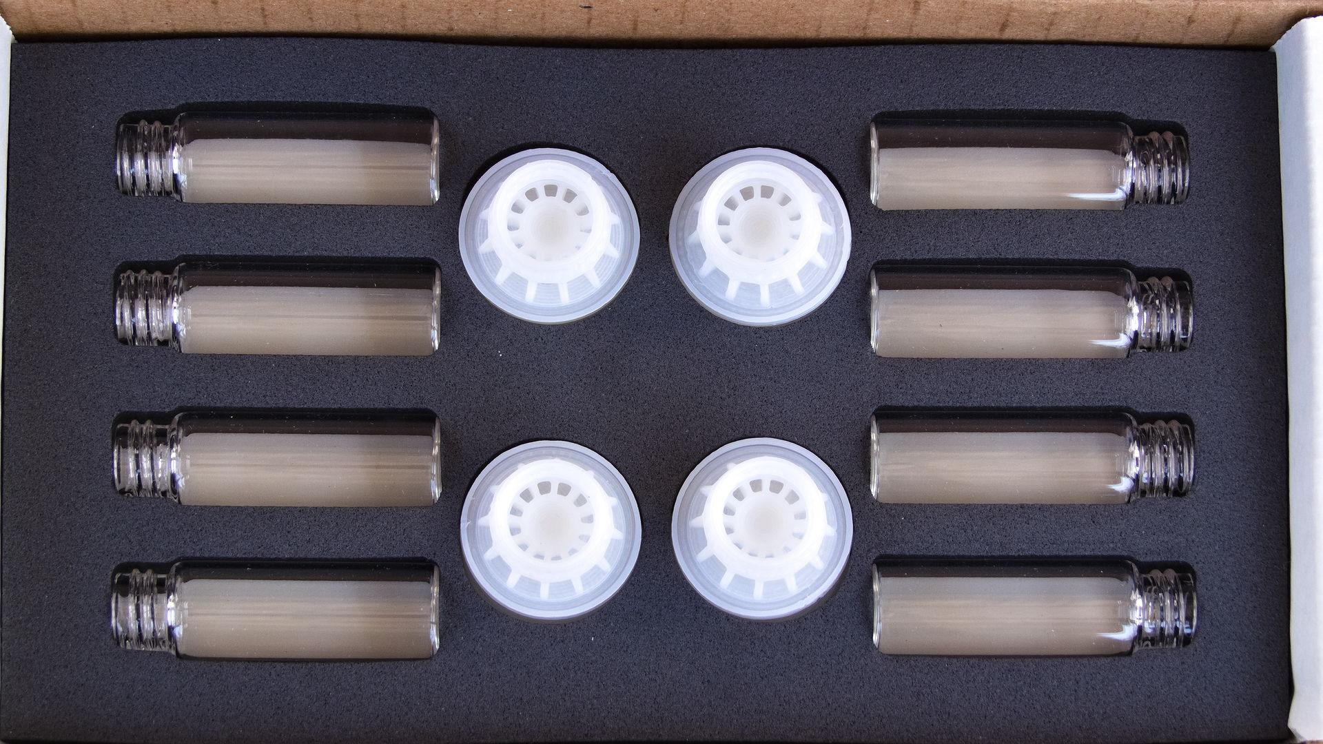 Das Foto zeigt eine Packung mit 8 byFormica Mini Feeder