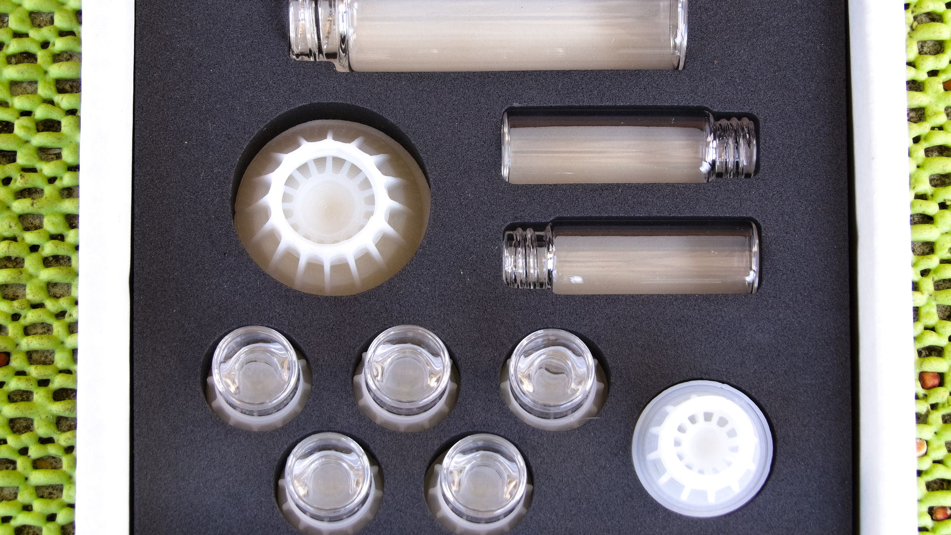 Das Foto zeigt eine Packung mit byFormica Liquid Feeder: 5x Micro, 2x Mini und 1x Mega